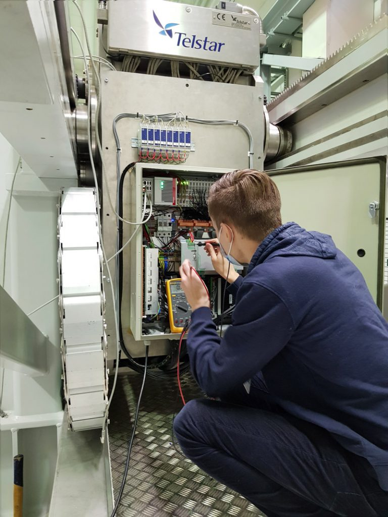 measuring some parameters of the hydraulic digital valves control cabinet