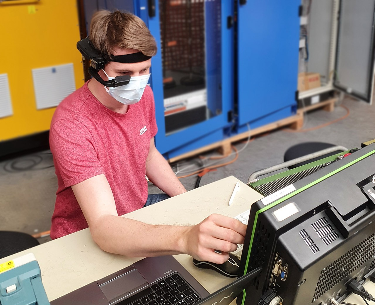 Ampegon system engineer, Simon Scheiben, performing a Factory Acceptance Test with the F4E smartglasses.